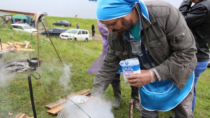 Тысячи жителей края приехали в Усть-Кемь на фестиваль ухи