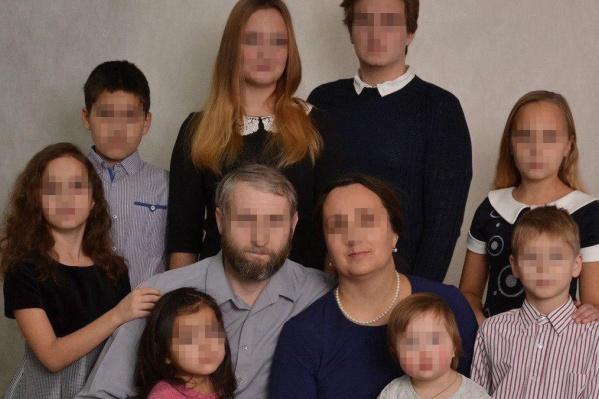Семья взяла под опеку пятерых детей