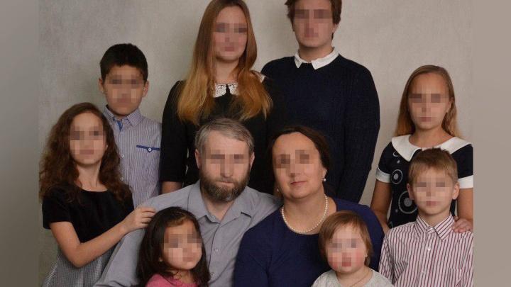 «Они хотели спасти детские души»: история семьи, где ребёнка привязывали верёвкой к столбу