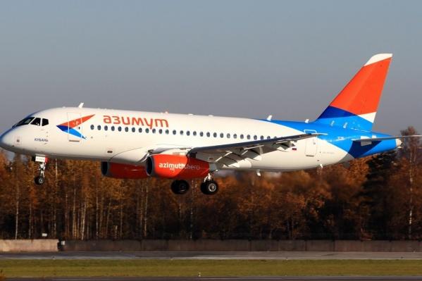 После часа простоя возле взлётно-посадочной полосы пассажиров рейса до Челябинска пересадили на этот борт