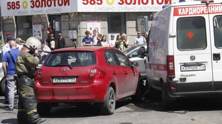 Прочь с дороги: инспекторы ГИБДД наказали 8 водителей, которые не уступили машинам с мигалками