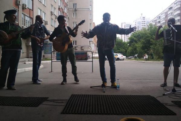 Артисты собирают деньги на лечение известного новосибирского актёра Лаврентия Сорокина
