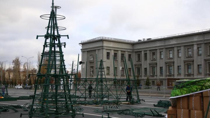 В Самаре оцепили площадь Куйбышева для строительства новогодней ёлки