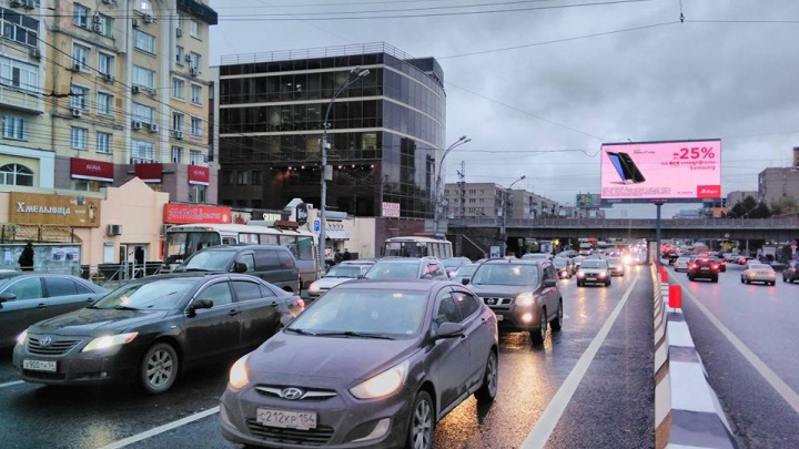Огромная пробка парализовала движение рядом с Коммунальным мостом