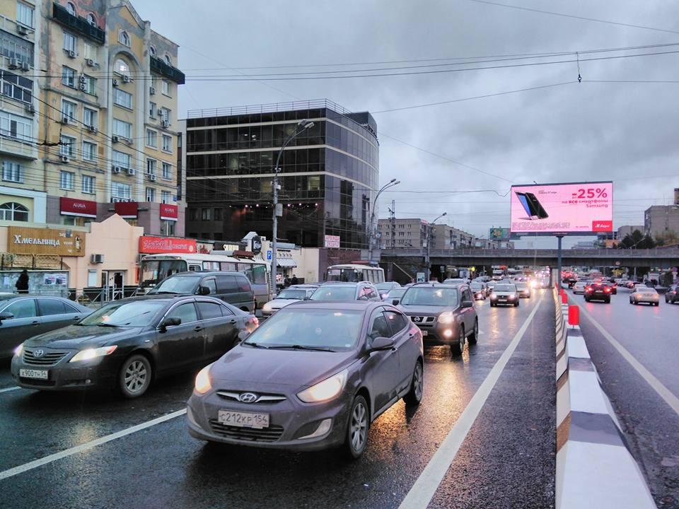 Скорость потока на Красном проспекте упала до 5–10 км/ч