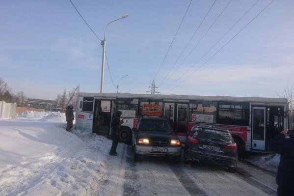 После ДТП на проспекте Дзержинского собралась пробка