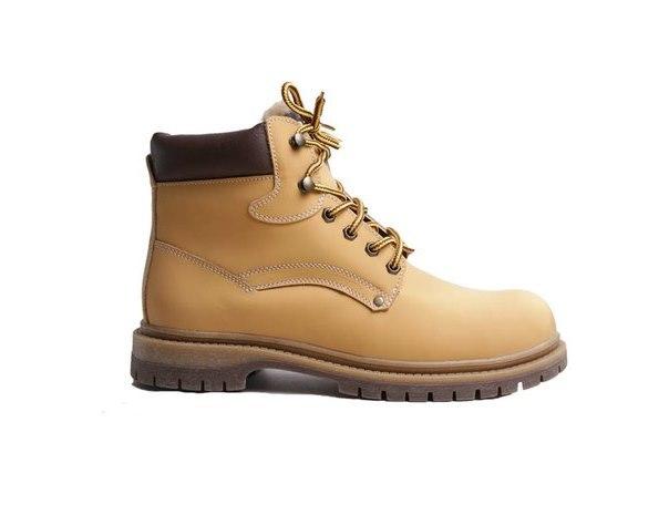 В популярном магазине унтов появились мужские ботинки