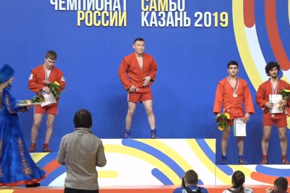 Владимир Гладких крайний слева