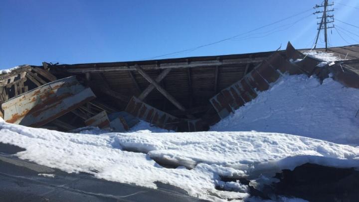 Не выдержала весны: в Самаре обрушилась крыша жилого дома на улице Молодогвардейской