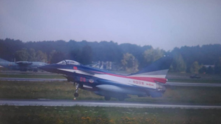 В Кольцово приземлились семь китайских истребителей и два грузовых самолёта