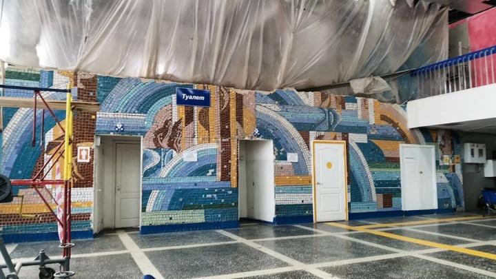 «Из соображений безопасности»: директор аэропорта в Кургане объяснил, почему убирают мозаику