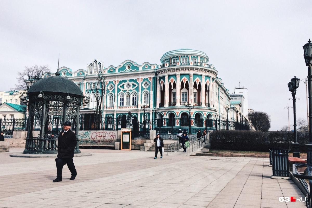 Столица Урала располагает к себе как историческим центром...