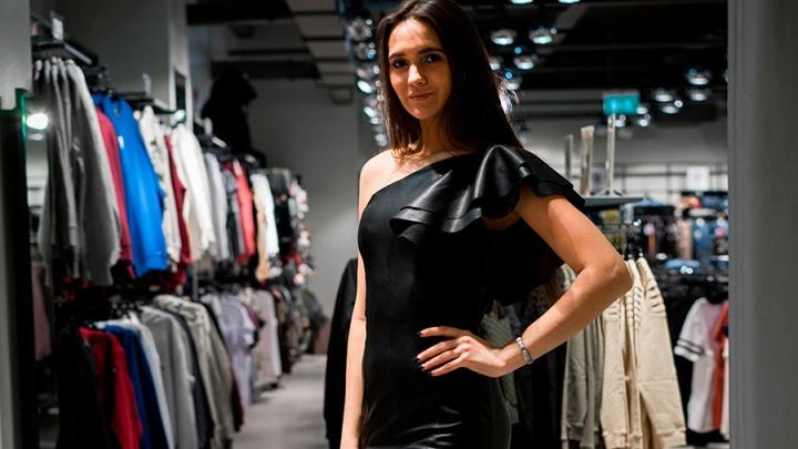 Провокация, люрекс и «опасные» наряды: топ-10 платьев для Нового года
