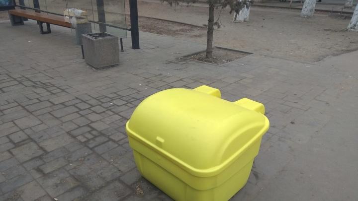 Остановки в центре Волгограда украсили песочницами