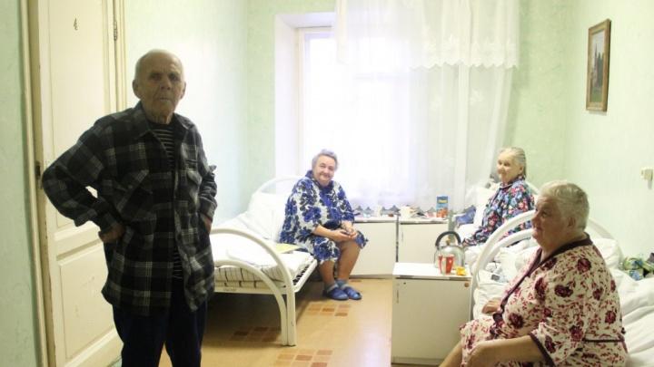 «Отделение закроют — помрём»: как на самом деле живёт больница, которую чиновник назвал богадельней
