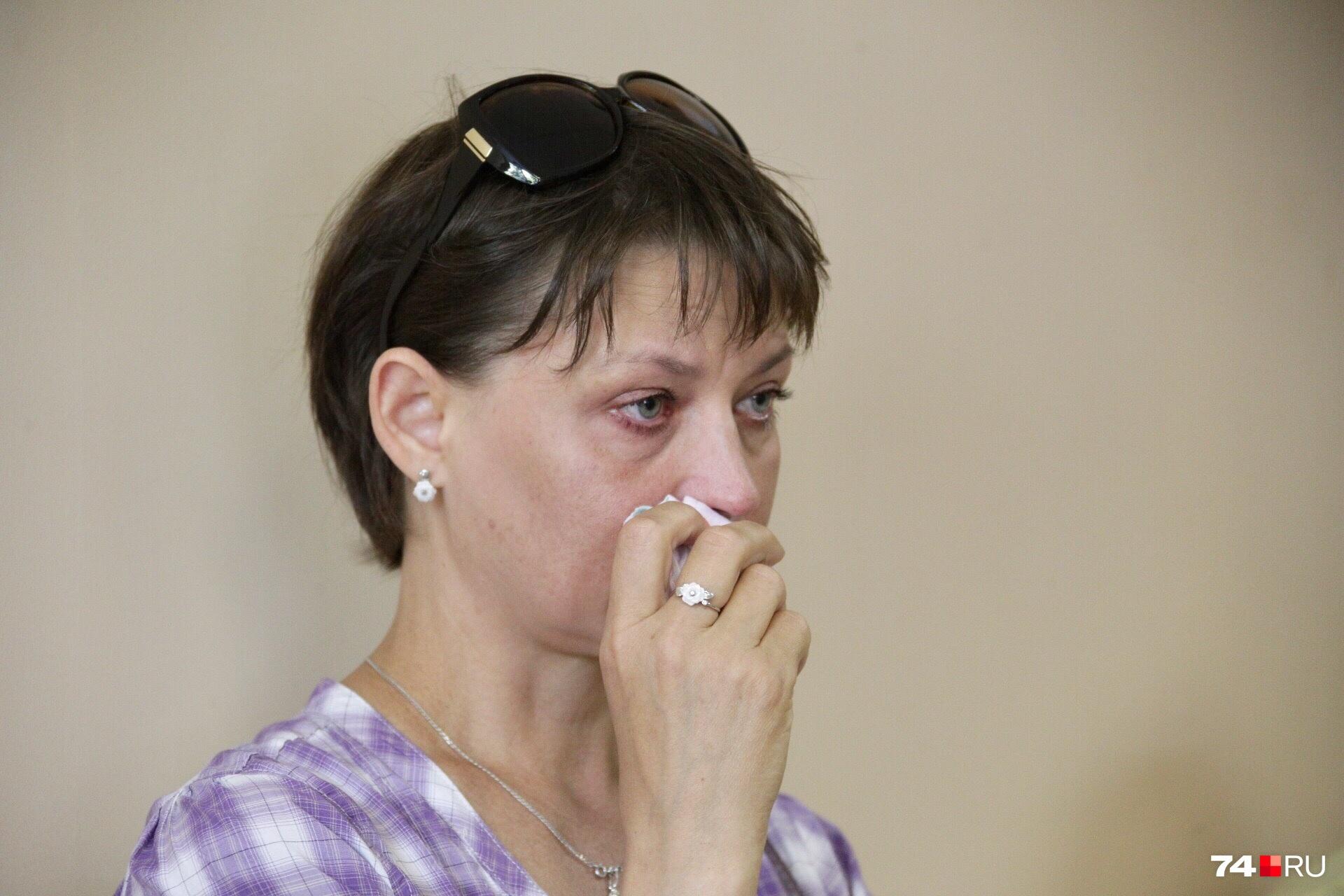 На заседание пришла близкий друг семьи Ольги. Когда речь заходила об убийстве, женщина не могла сдержать эмоций