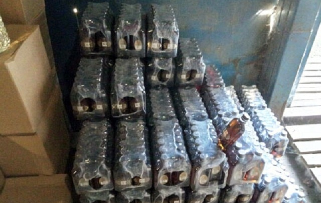 Полицейские накрыли в Челябинске склад с партией «Столичной» на 1,3 миллиона рублей