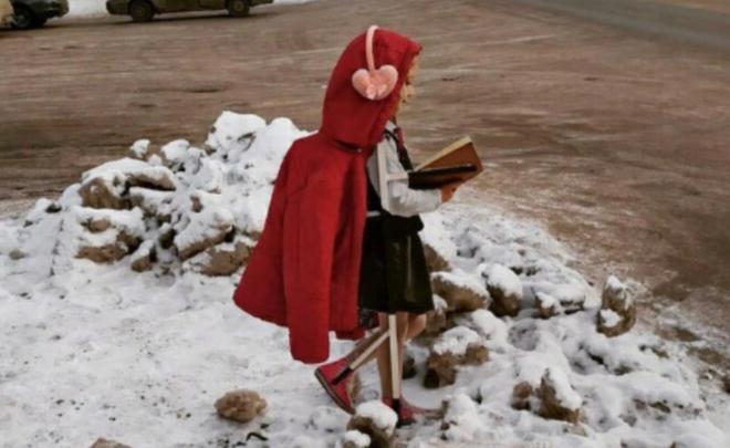 Жители Башкирии одели в куртки и шапки макеты школьников на пешеходных переходах