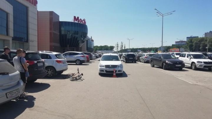 В Самаре у ТЦ «Московский» иномарка сбила подростка на велосипеде