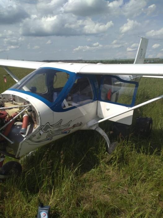 Французы, летевшие на сверхлегком самолете в Кольцово, сели в поле в Башкирии из-за течи в радиаторе