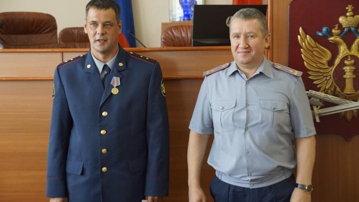 Спасшего 12 красноярцев при пожаре прапорщика наградили медалью «За доблесть в службе»