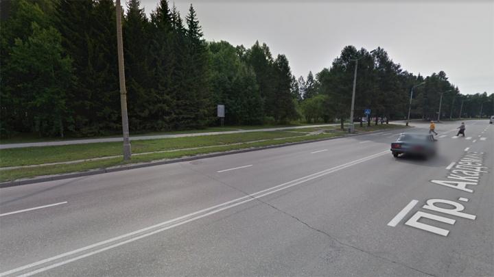 Пешехода увезли на скорой помощи после аварии на проспекте Лаврентьева