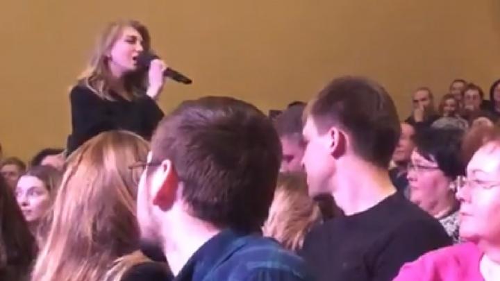 «Я начала петь и реветь»: девушка перепела Нино Катамадзе на ее концерте в Екатеринбурге