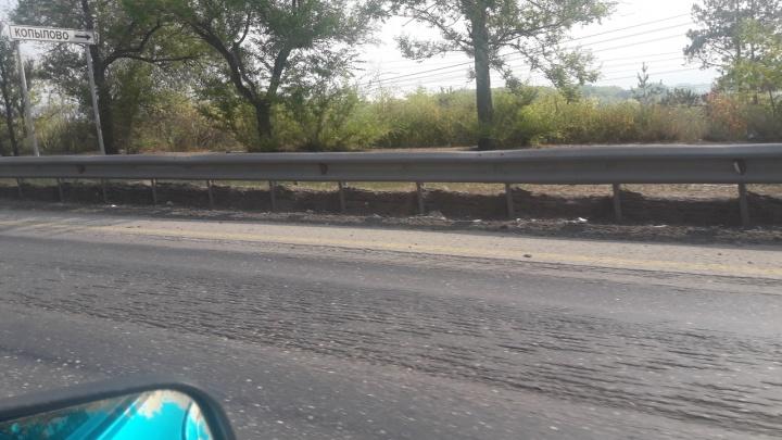 На Жигулевской ГЭС дорожные рабочие срезали асфальт из-за колейности