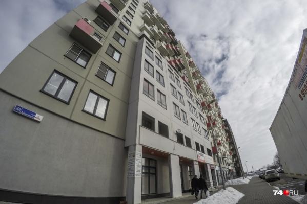 Швейное предприятие год назад арендовало офис на втором этаже 16-этажного дома по улице Дзержинского, 84
