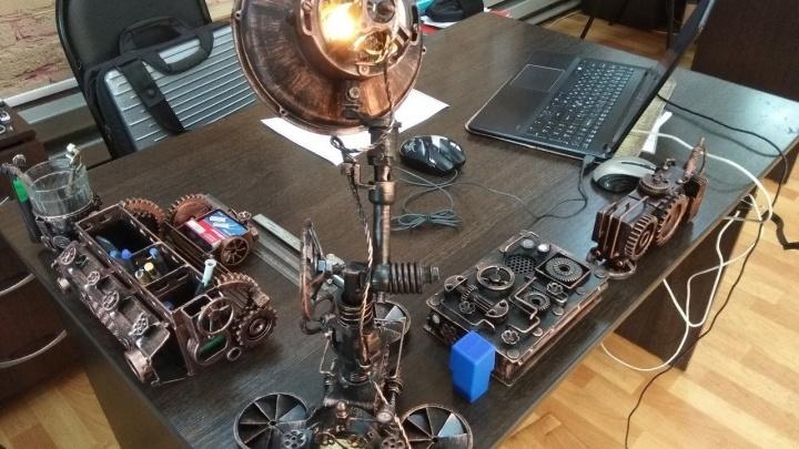Сварщик собрал органайзер для стола в стиле дизельпанк