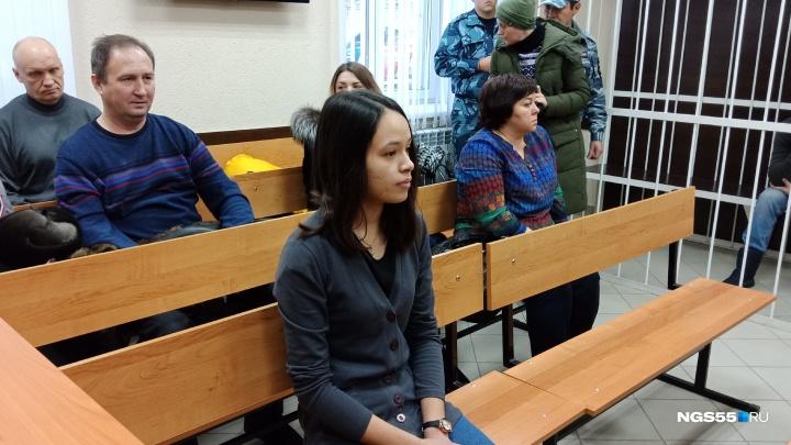 В Омске началось очередное заседание по делу о мальчике, которого ставили коленями на гречку