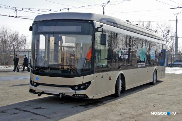 Электробусу почти удалось покинуть Омск