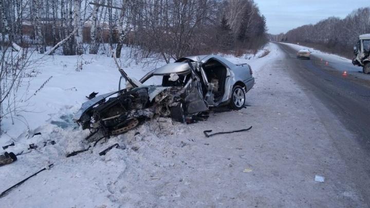«От «Мерса» ничего не осталось»: возле посёлка Прохладный столкнулись автобус и иномарка