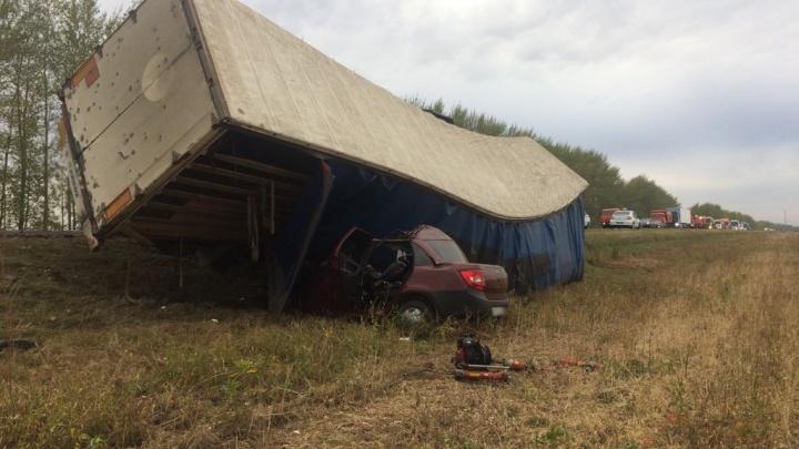 Погибла вся семья: на трассе в Башкирии фура придавила «Гранту»
