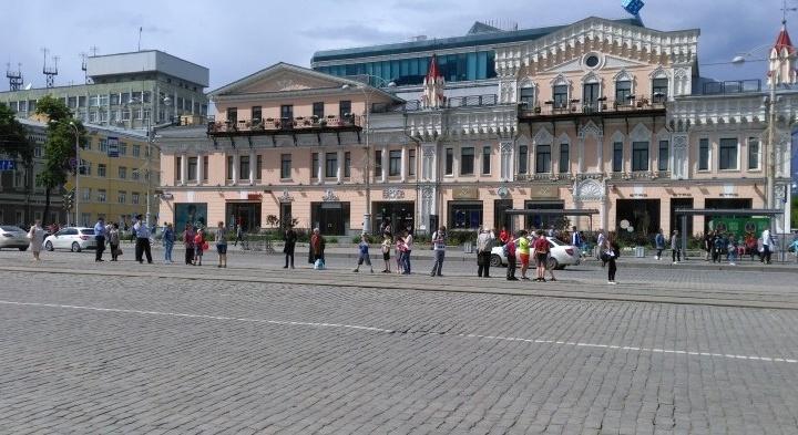 Общественники составили список из 14 опасных для жизни трамвайных остановок в Екатеринбурге