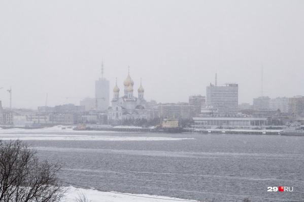 В пятницу и субботу будет легкий мороз, а с воскресенья столбик термометра начнет уходить в плюс. Вероятнее всего, пойдет снег, а потом дождь