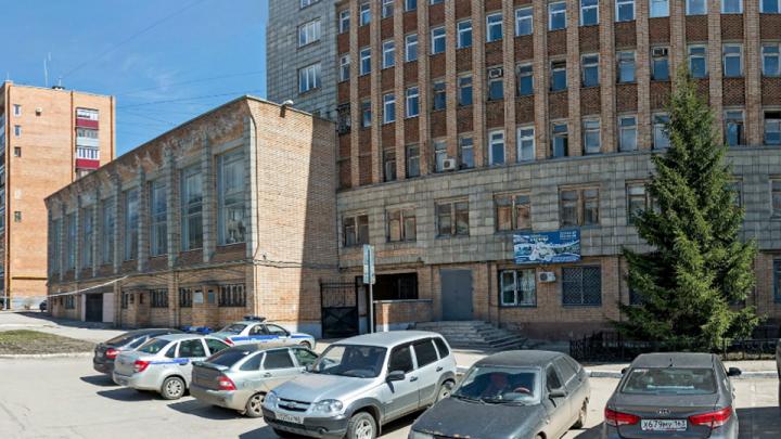 В здании Ленинского РОВД поменяют проводку и отремонтируют стены