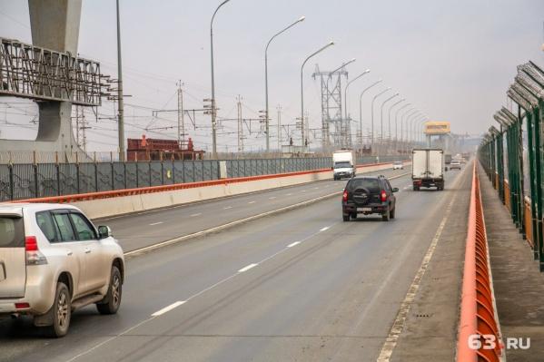 Таким образом чиновники планируют разгрузить мост от пробок
