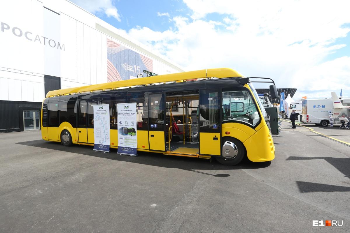 Машина выкрашена в позитивный желтый цвет, сразу напоминающий о родных екатеринбургских маршрутках