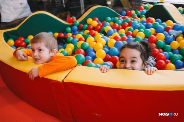 Одно из самых популярных развлечений — бассейн с шариками