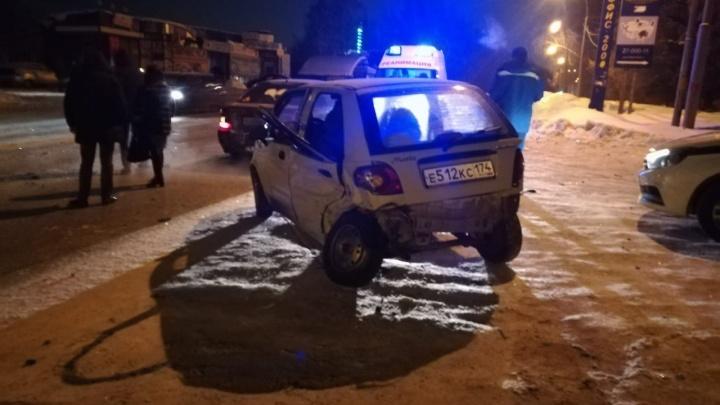 «Из сломанной двери вылетела пассажирка»: в Екатеринбурге разыскивают свидетелей ДТП на Эльмаше