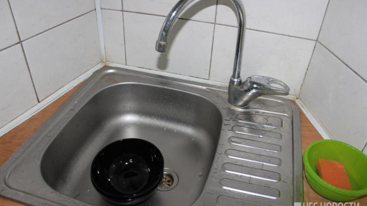 «Воздух в батареях?»: у жителей Калининского района вторые сутки нет горячей воды и отопления