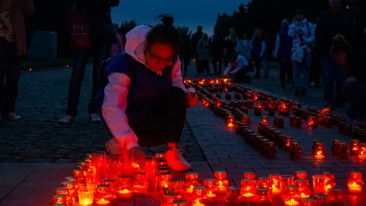 «Свеча памяти» в омском парке Победы: фоторепортаж