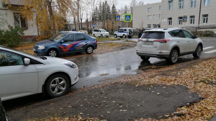Девочку не смогли спасти, всех остальных отправили домой: подробности трагедии в школе Новосибирска