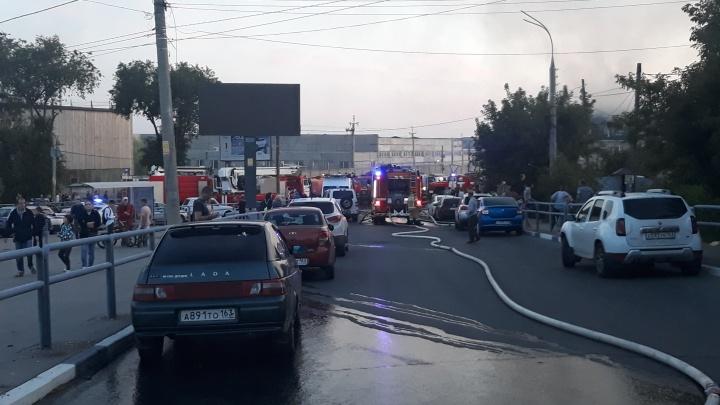 Из-за пожара у Южного моста в Самаре изменили маршруты автобусов