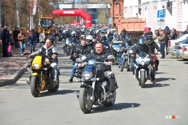 Колонна мотоциклов проедет по Ленина, а затем снова вернется к «Космосу»