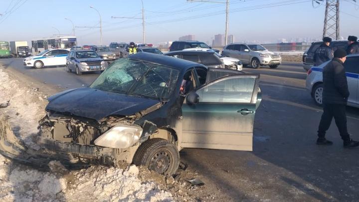 На проезде Энергетиков в ДТП погибла женщина-водитель старенькой «Тойоты» — Димитровский мост встал