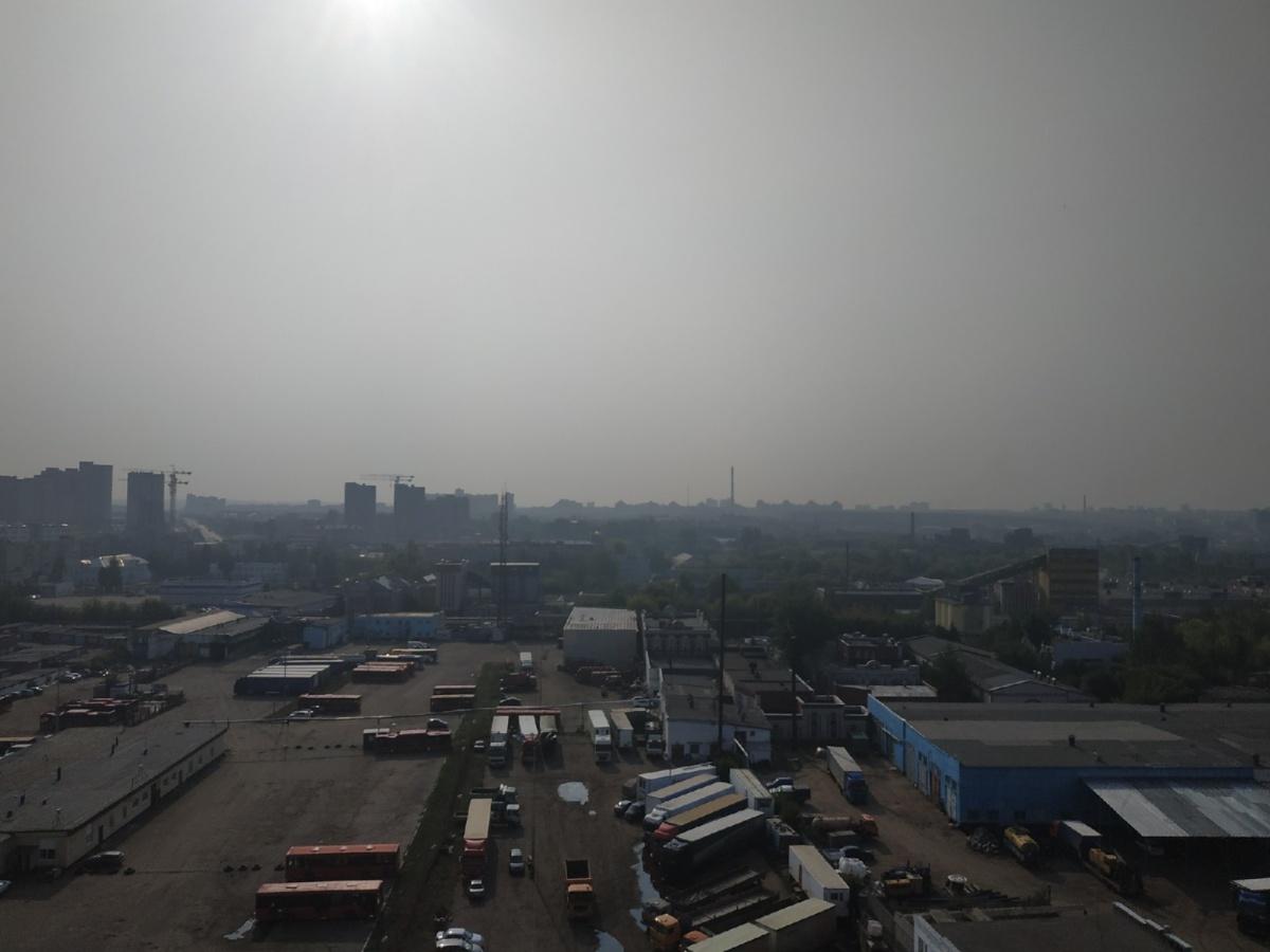 Житель дома на улице Седова в Казани поделился фотографией смога над городом