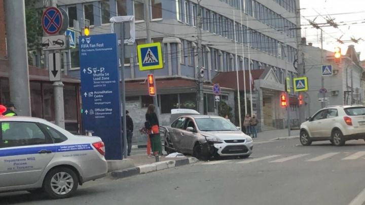 На перекрестке улиц Самарской и Льва Толстого Ford столкнулся с Ssangyong Actyon