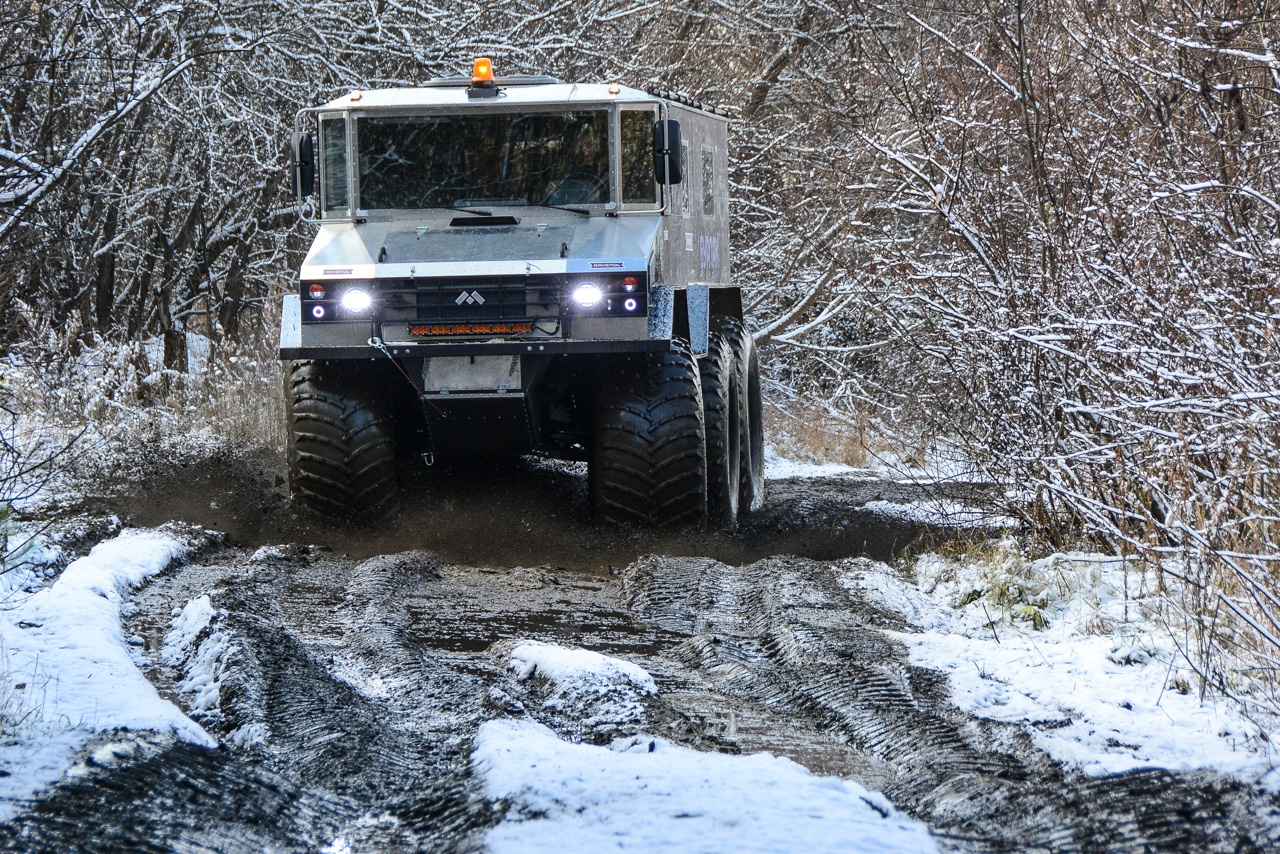 По грязи «Бурлак» ездит напористо